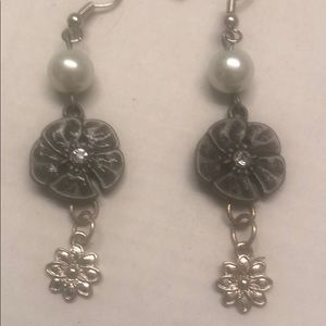White Pearl Crystal Flowers Earrings
